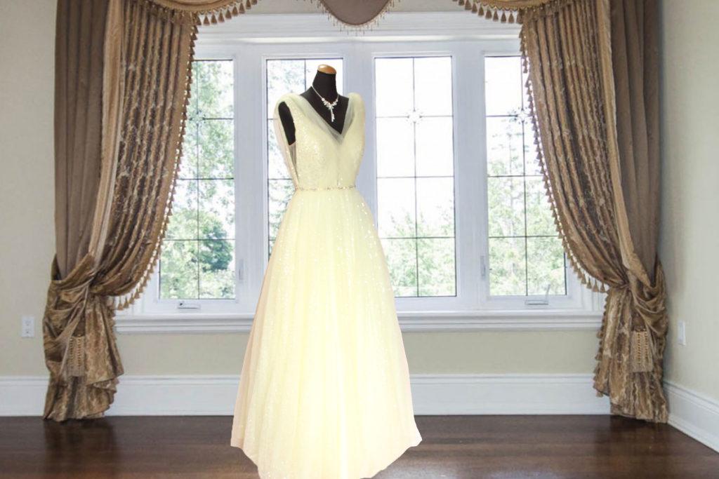 イエローグリッター付きチュールレースのゴージャスなドレス